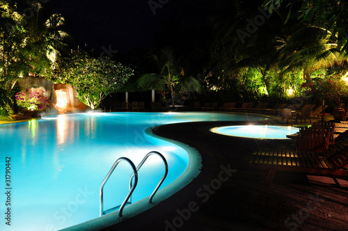 Foto Rollo Basic - Malediven - Swimming Pool bei Nacht (von MARIMA)