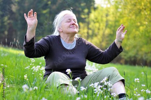 Fotografie, Obraz  Seniorin beim entspannen