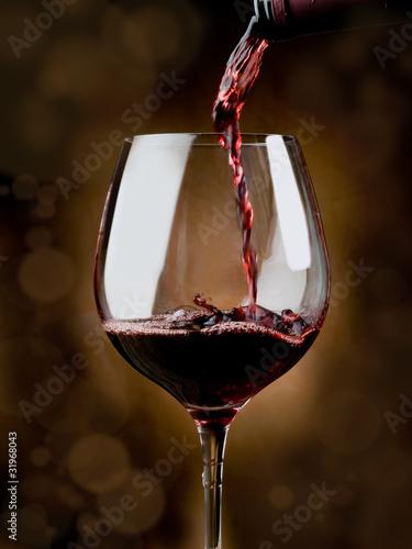 Papiers peints Vin glass of red wine