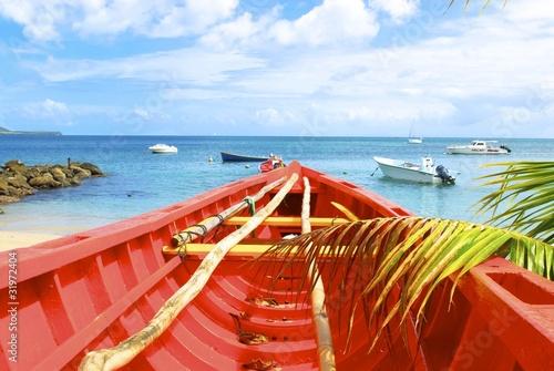 Fototapeta barque sur la plage