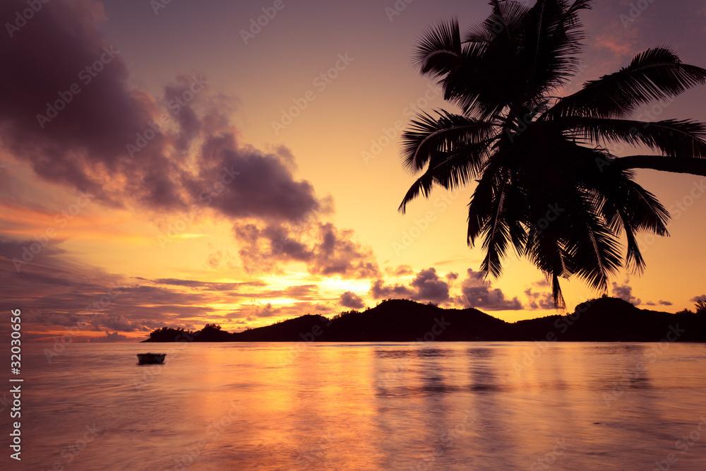 Fototapeta Seychelles couché de soleil