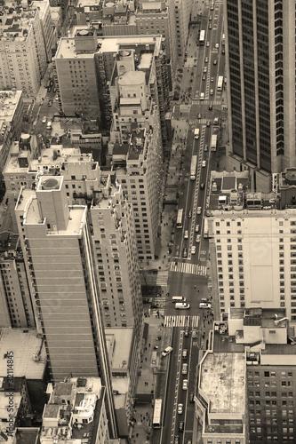 Fototapety na wymiar   nowy-jork-manhattan-uliczny-widok-z-lotu-ptaka-czarny-i-bialy