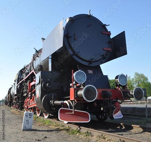 stara-lokomotywa-pociagu-parowego