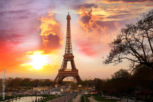 Poster Parijs Eiffel Tower with park in Paris, France