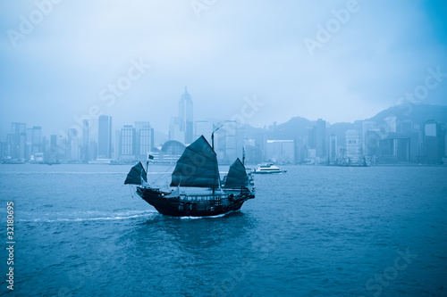 old boat in Hong Kong Canvas-taulu