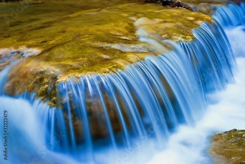 Fényképezés cascades on a small river