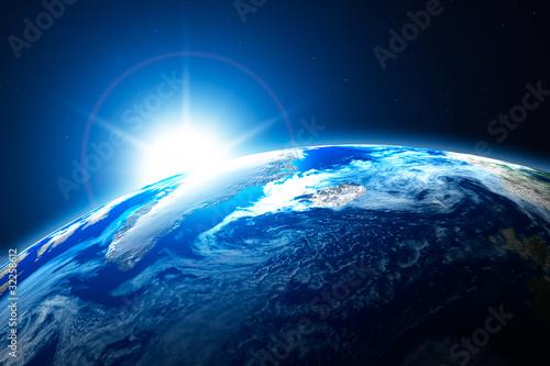 polnocna-czesc-ziemi-arktyka-ze-sloncem-w