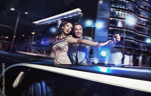 Valokuva Smiling couple over night city background