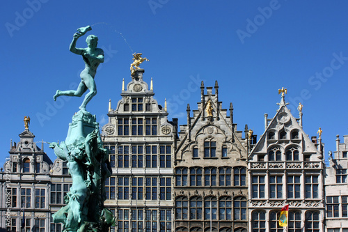 Montage in der Fensternische Antwerpen Anvers - Grand place