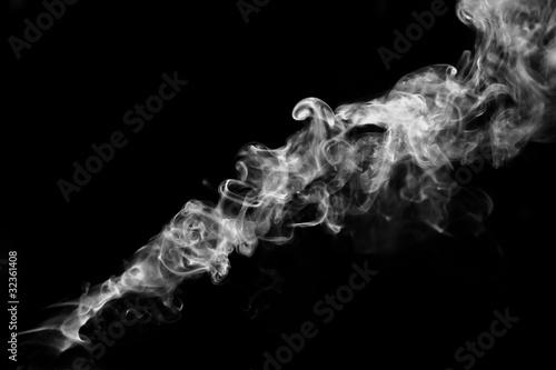 dym-na-czarnym-tle