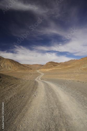 Foto op Canvas Marokko pista sterrata nelle montagne dell'Atlante