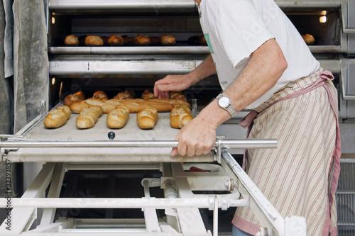 Fotografie, Obraz boulanger surveillant la cuisson du pain # 26