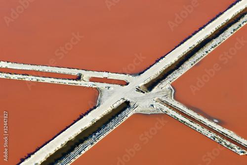 Photo Stands Candy pink Couleurs des Salines d'Aigues-Mortes , vue du ciel