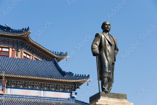 Fototapeta Bronze statue of Sun yat-sen obraz