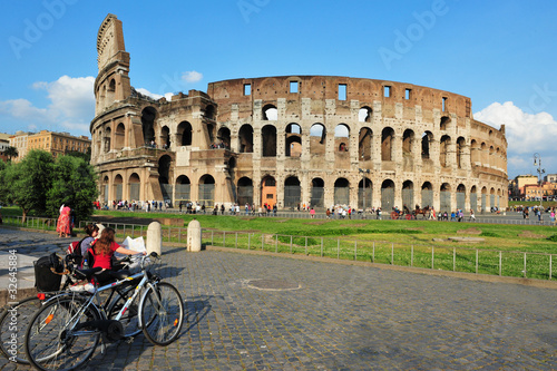 Photo  Ancient roman colosseum in Rome, Italy