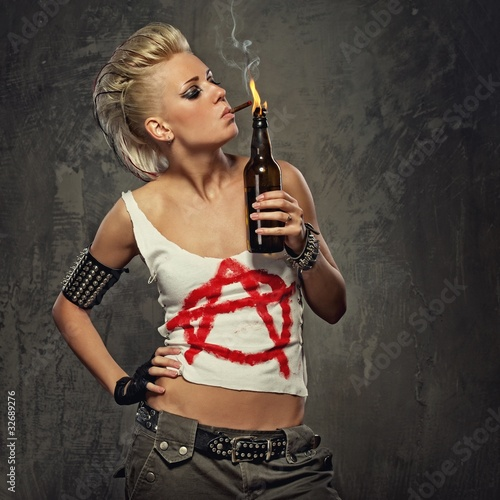 Photo  Punk girl smoking a cigarette