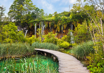Fototapeta Mosty Pathway in Plitvice lakes park at Croatia