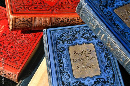 Stapel antiquarischer Bücher Wallpaper Mural