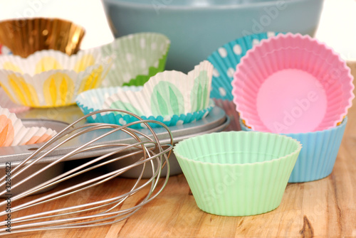 фотография  Variety of cupcake liners with wire wisk