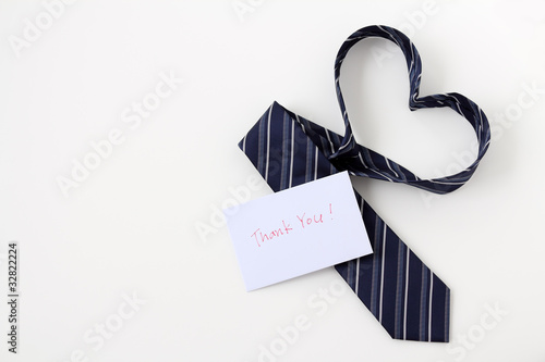 Photo ハートをかたちづくるネクタイとメッセージカード