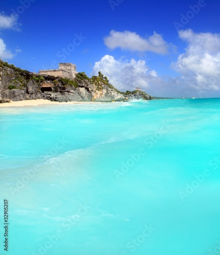 Poster Turquoise ancient Tulum Mayan ruins view from caribbean sea