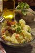 Insalata di patate , uova e carote