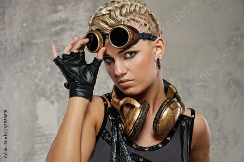 Photo Close-up of attractive steam punk girl