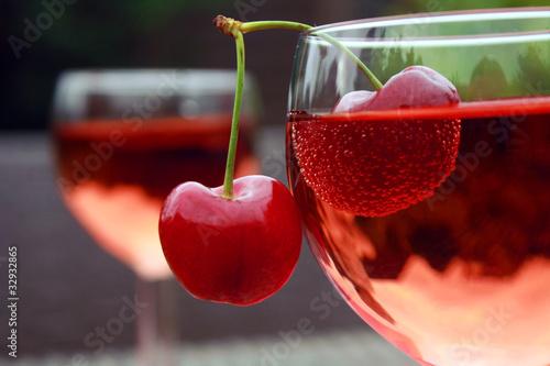 Valokuva  Rotwein mit Kirschen