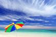 ナガンヌ島の青い空とビーチパラソル