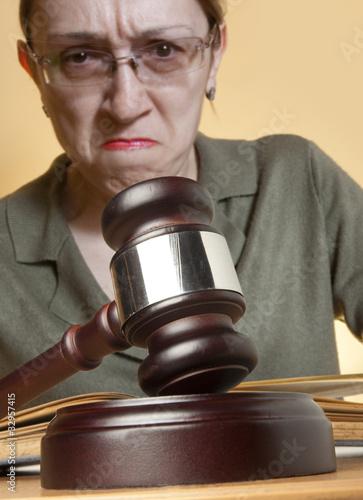 Fotografija  Gavel & female judge