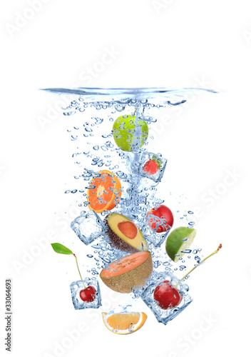 Poster Dans la glace Ice cubes with fruit splashing