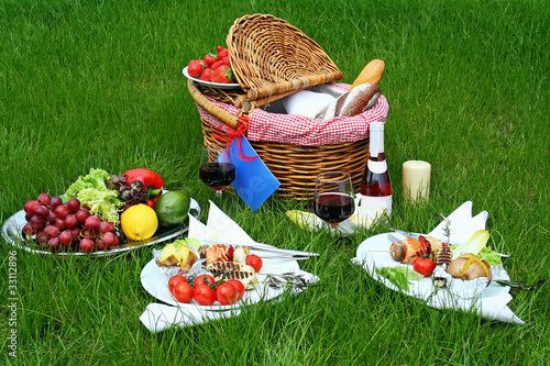 Foto op Plexiglas Picknick Picnic basket with different food on grass