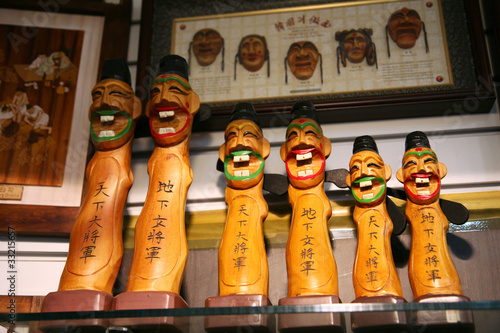 Changsung - Traditional artworks in an insadong suvniershop