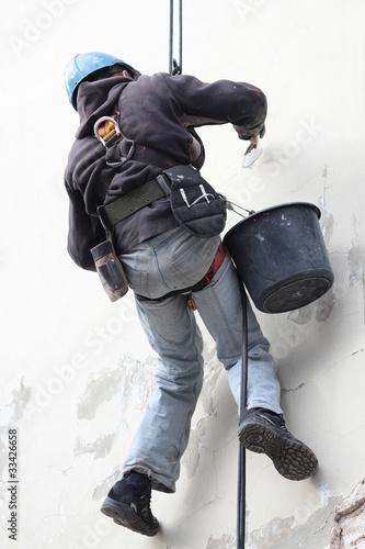 Photo alpinist worker repair building