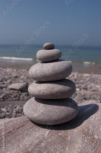 Photo sur Plexiglas Zen pierres a sable round peebles on tower