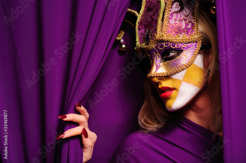 Photo profile of woman in mask