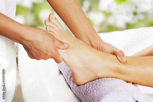 Fotografie, Obraz  Masáž nohou v lázeňském salonu