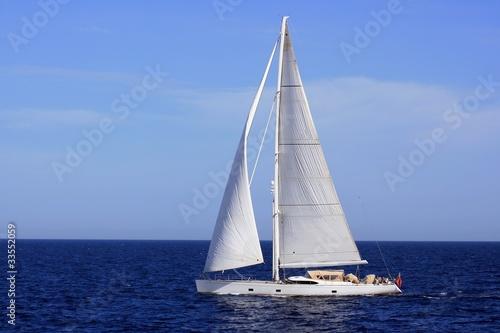 Fotografia  Costado de babor de un velero en navegacion