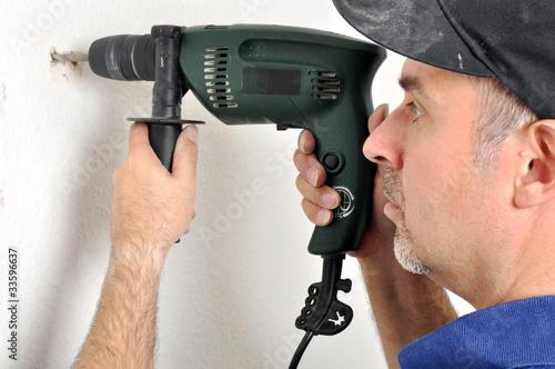 Fotografia  Handwerker mit Bohrmaschine