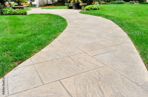 Photo Paved walkway and lawn