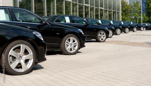 Photographie  Autos stehen zum Verkauf