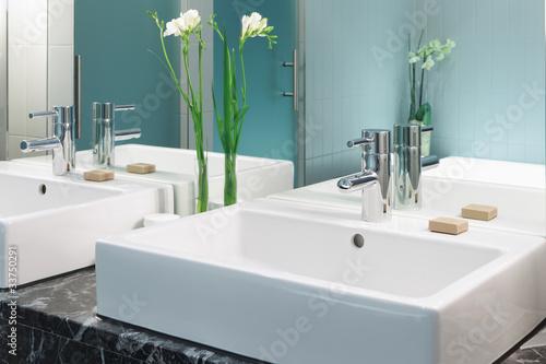 Fotografía  Waschtisch im Badezimmer Doppelwaschtisch