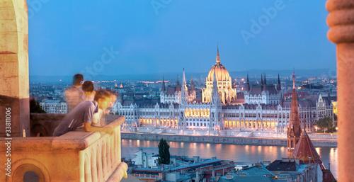 fototapeta na ścianę Budapest Tourists and Parliament