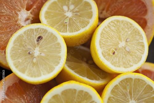 Spoed Foto op Canvas Plakjes fruit Świeże cytryny i grejfruty