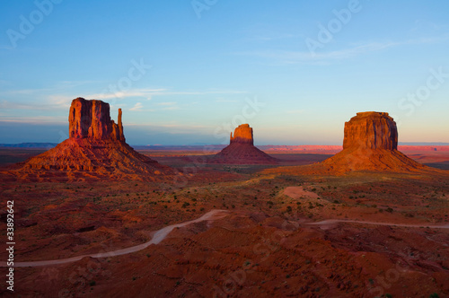 Fotografie, Obraz  Monument Valley at sunset