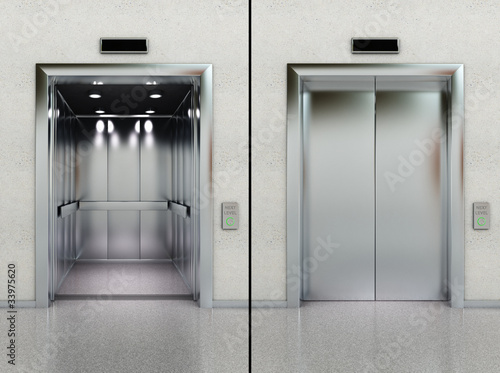 Photo Open and closed elevator in lobby