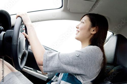 Fotografía  車の運転をする女性