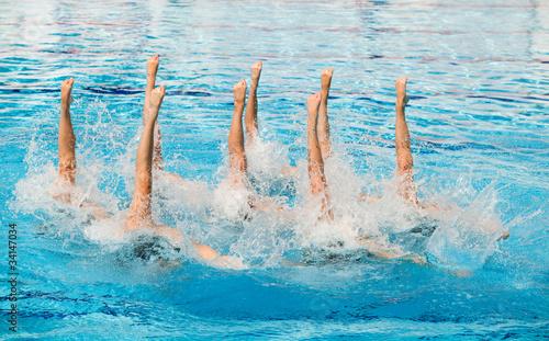 Fotografiet  synchronized swimming