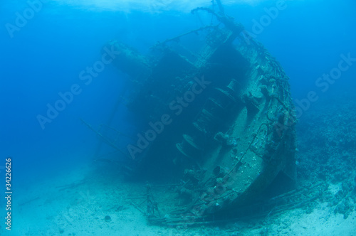 Foto op Canvas Schipbreuk Large stern section of an underwater shipwreck