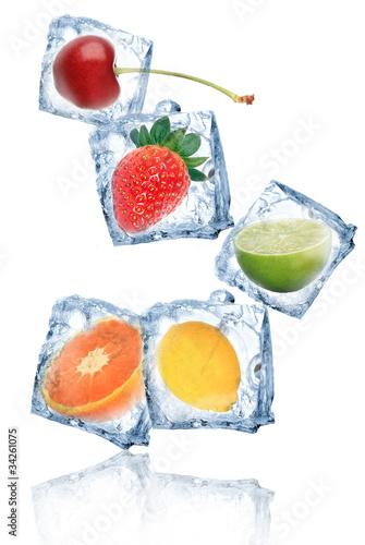 kostki-lodu-z-owocami